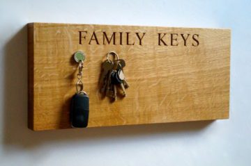 wooden-keys-organizer-makemesomethingspecial
