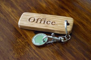 personalised-wooden-key-fob-makemesomethingspecial.co.uk