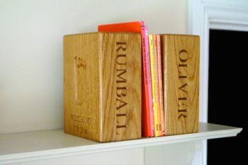 footprint-impression-oak-bookend-makemesomethingspecial.co.uk