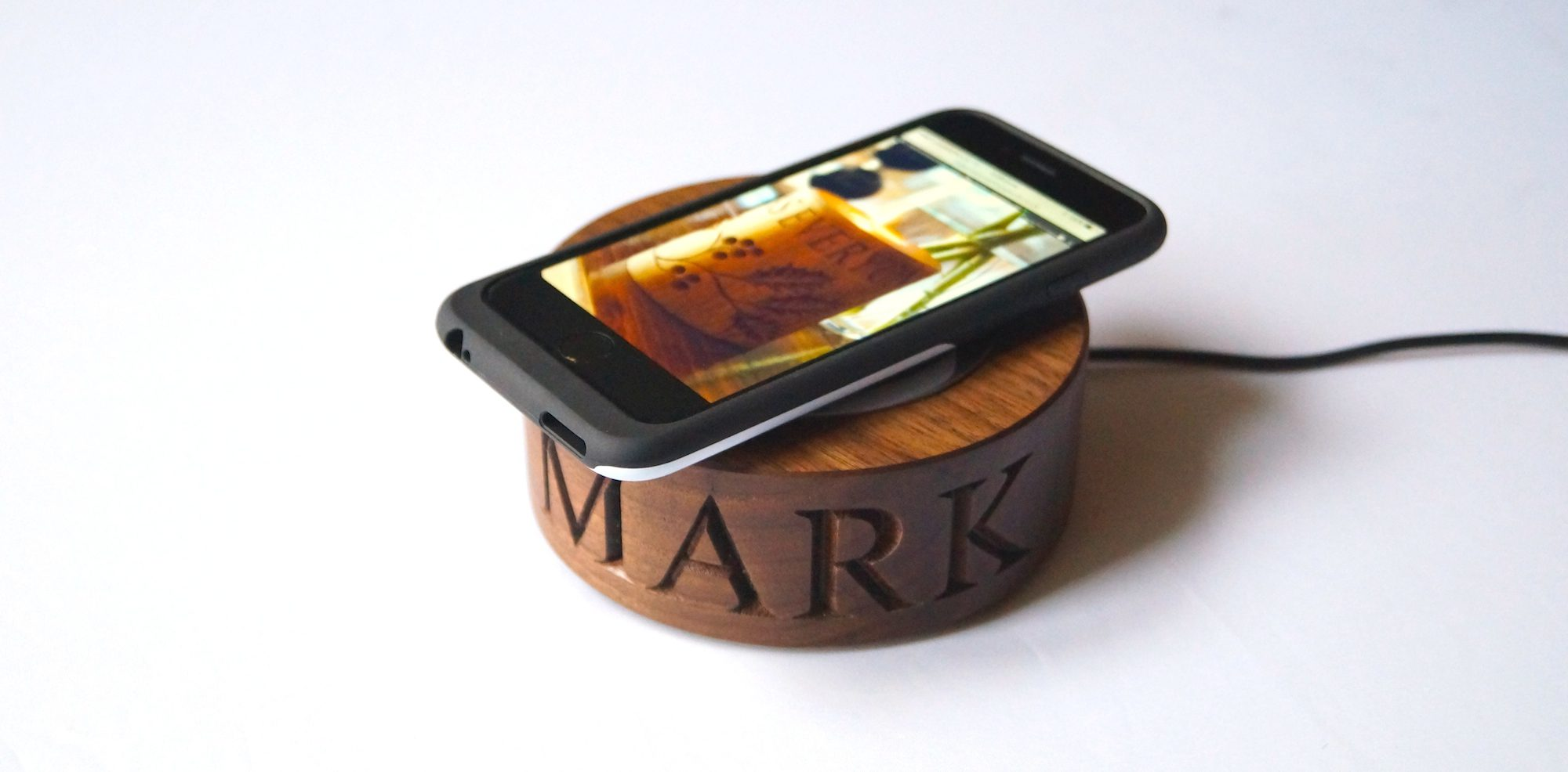 personalised-wooden-smartphone-wireless-chargers-makemesomethingspecial.co.uk