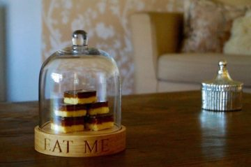 glass-dome-oak-cake-stand-makemesomethingspecial.co.uk