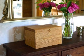 personalized-oak-keep-sake-box-makemesomethingspecial.com