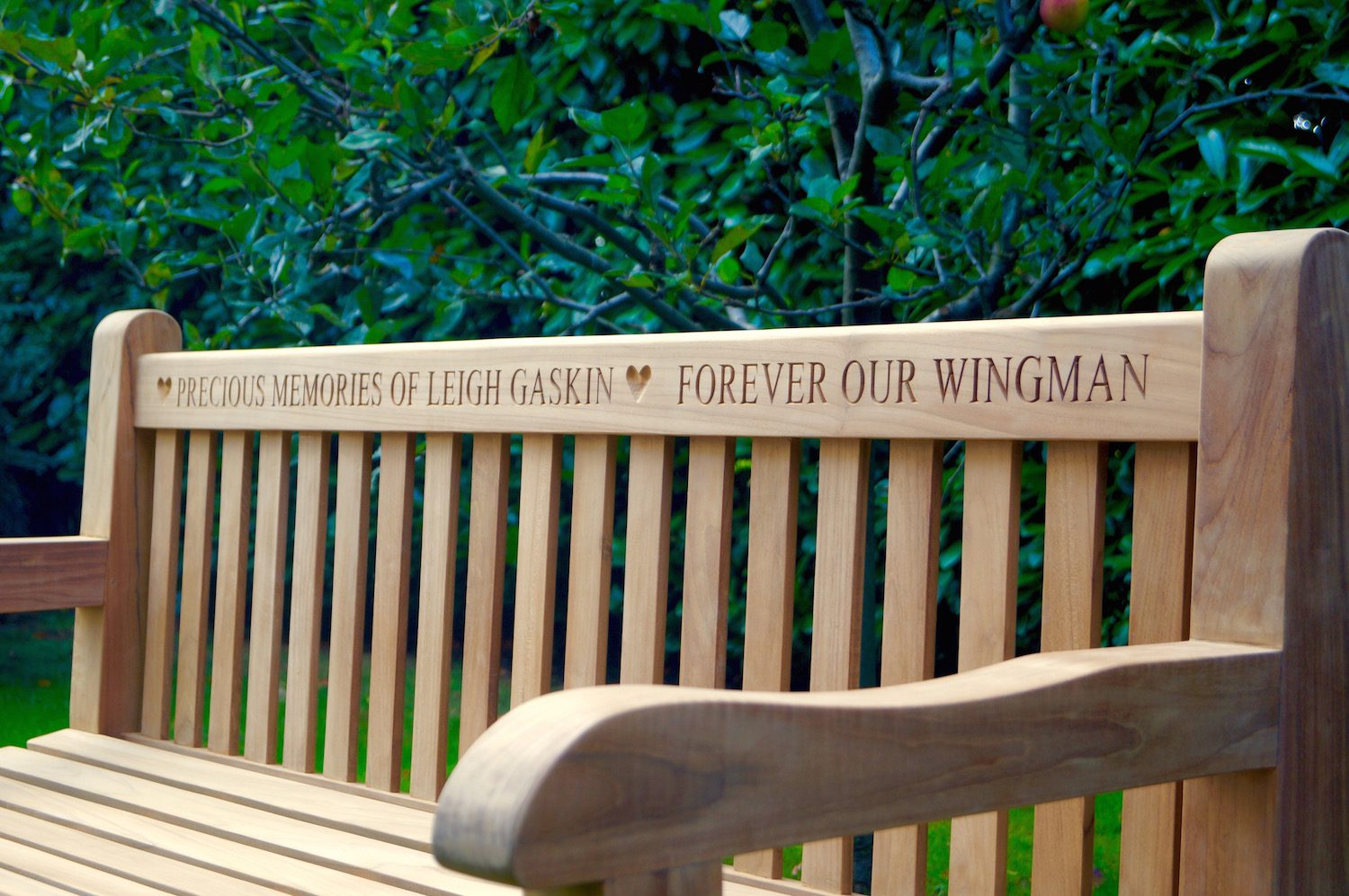 engraved-memorial-bench-makemesomethingspecial-com