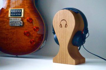 personalised-wooden-head-phones-holder-uk-makemesomethingspecial.com