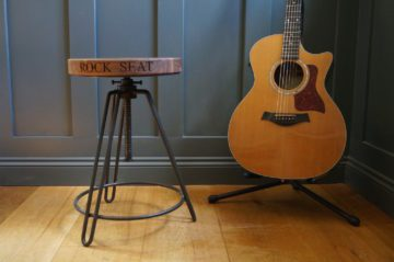 guitar-players-swivel-stool-makemesomethingspecial.com