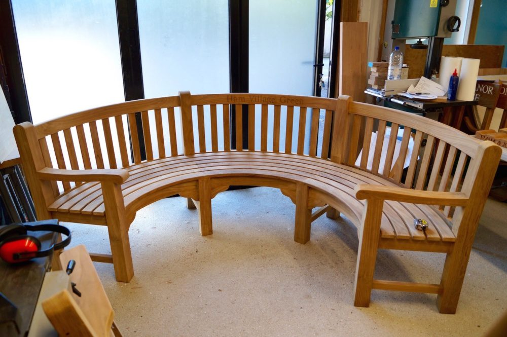 engraved-curved-bench-makemesomethingspecial.com