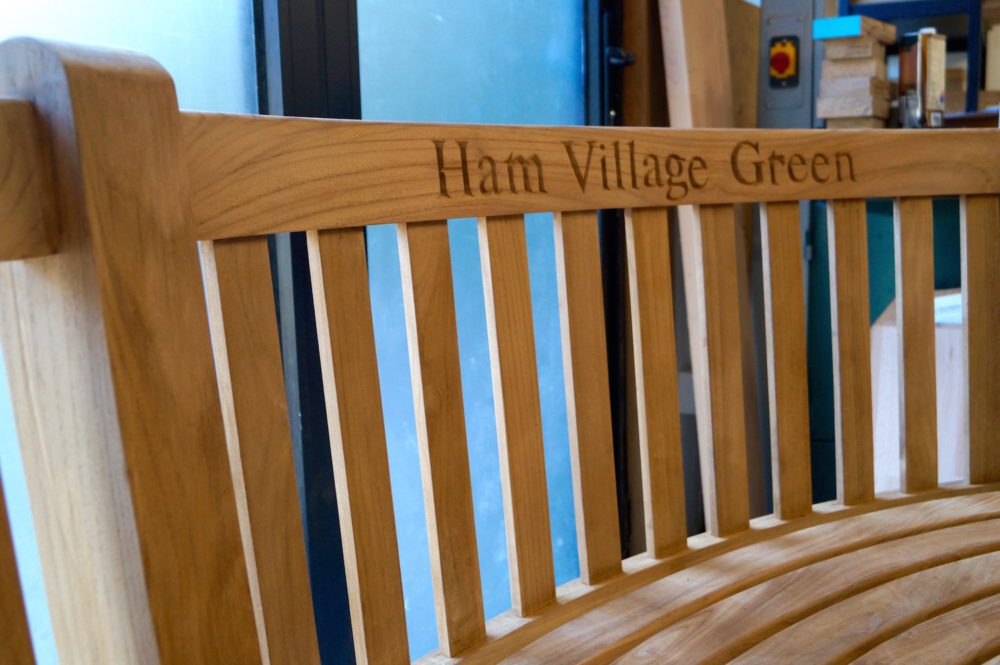 hand-engraved-personalised-wooden-benches-makemesomethingspecial.com