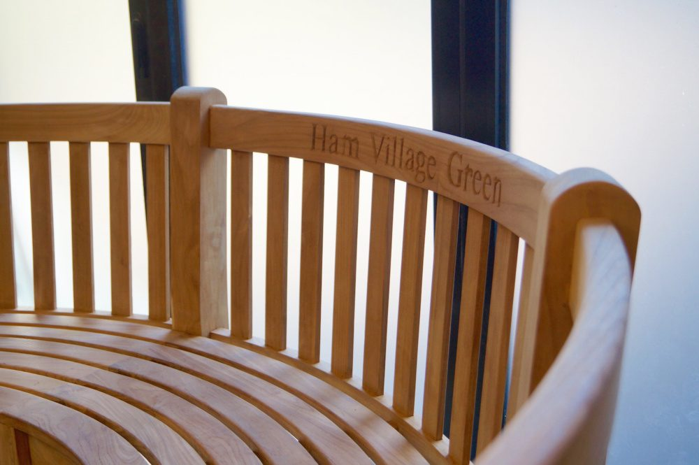 personalised-curved-bench-makemesomethingspecial.com