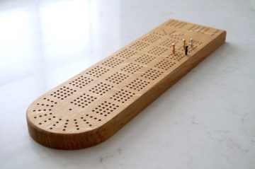handmade-oak-cribbage-board-game-makemesomethingspecial.com