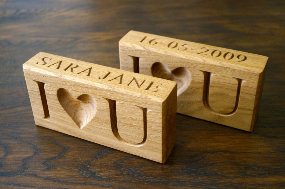 personalised valentines day gifts 2019-personalised-wooden-paper-weight-makemesomethingspecial.co_.uk_