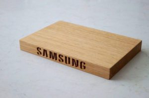 engraved-oak-chopping-board-samsung-makemesomethingspecial.com