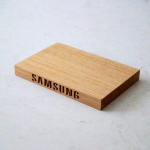 personalised-samsung-oak-chopping-boards-makemesomethingspecial.com
