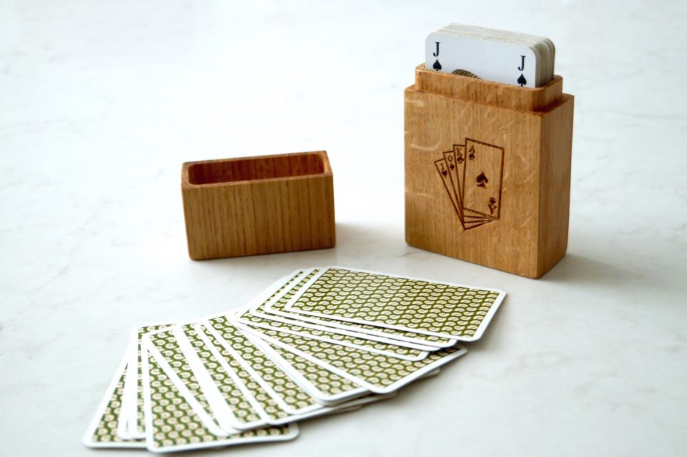 personalised-oak-playing-card-box-makemesomethingspecial.com